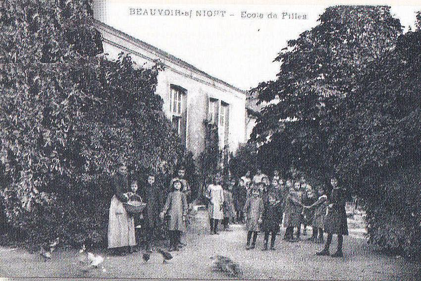 ECOLE DES FILLES 1884